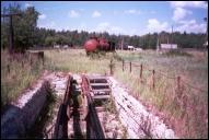 56-й пикет, смотровая канава, паровозная колонка слева и пожарный поезд вдалеке